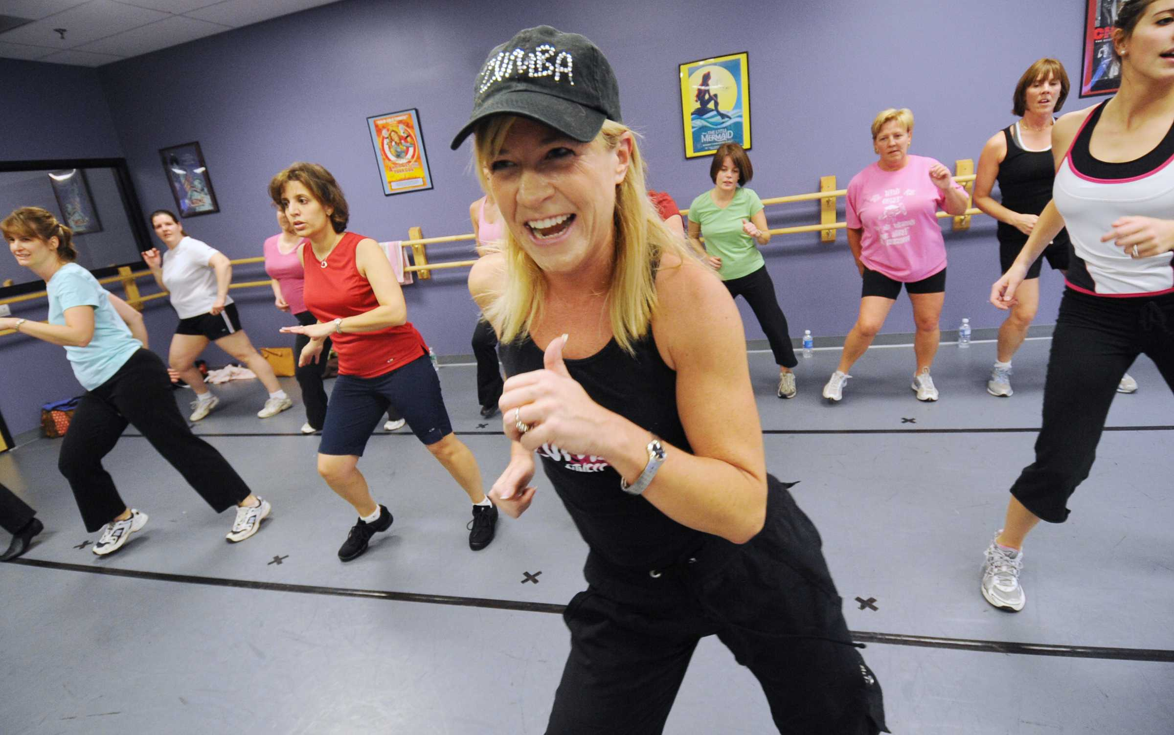 """Zumba instructor Shawn Schmitt, 44, of Allentown, Pennsylvania leads her class. Zumba is a new group fitness trend that offers a Latin-American inspired workout. Zumba, which is Colombian slang for """"fast,""""  mixes traditional Latin dances like salsa and merengue with cardiovascular moves in more traditional aerobic classes. (Monica Cabrera/Allentown Morning Call/MCT)"""