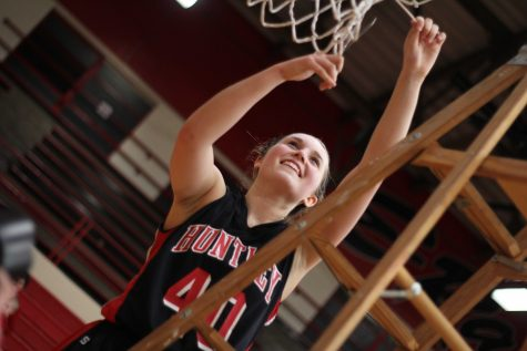 [GALLERY] Raiders light up Sabres for first-ever sectional title