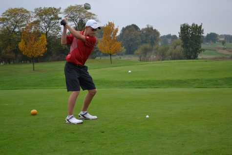 Trent Craig tees off at hole one at Red Tail Golf Club (M.Wilson)