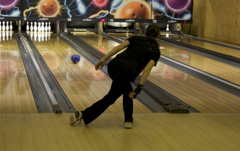 Girls bowling falls to Dundee-Crown