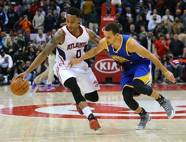The Golden State Warriors' Stephen Curry, right, looks on as the Atlanta Hawks' Jeff Teague steals the ball from him late in the fourth quarter on Friday, Feb. 6, 2015, at Philips Arena in Atlanta. The Hawks won, 124-116. (Curtis Compton/Atlanta Journal-Constitution/TNS
