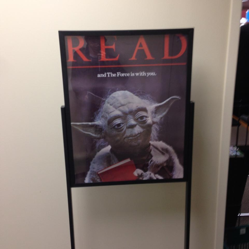 Yoda advises the guest to read books (T. Lopez)