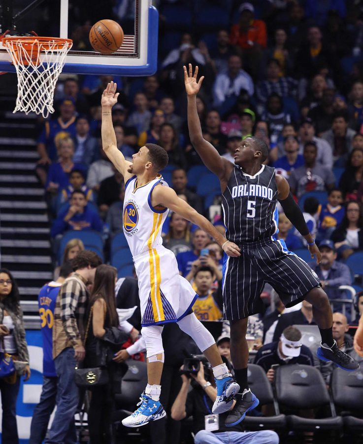 The+Golden+State+Warriors%27+Stephen+Curry+%2830%29+scores+past+the+Orlando+Magic%27s+Victor+Oladipo+%285%29+at+the+Amway+Center+on+Thursday%2C+Feb.+25%2C+2016%2C+in+Orlando%2C+Fla.+%28Stephen+M.+Dowell%2FOrlando+Sentinel%2FTNS%29