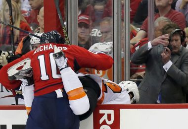 The Washington Capitals' Mike Richards (10) checks the Philadelphia Flyers' Nick Cousins (52) in the second period during Game 5 of the Eastern Conference quarterfinals on Friday, April 22, 2016, at the Verizon Center in Washington, D.C. (Yong Kim/Philadelphia Daily News/TNS)