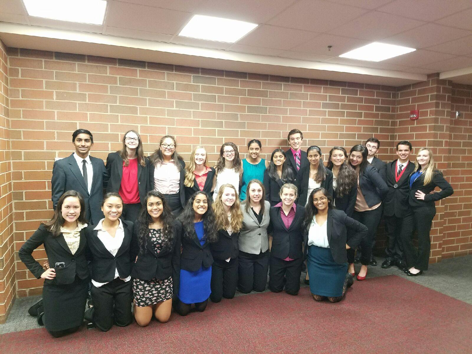 Speech team members pose after a successful tournament (F. Losbanes).