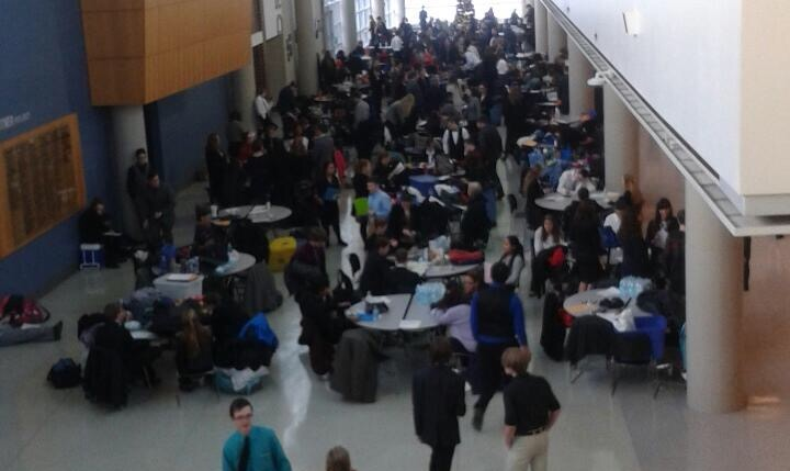 Speech+students+gather+during+the+competition.+%28F.+Losbanes%29