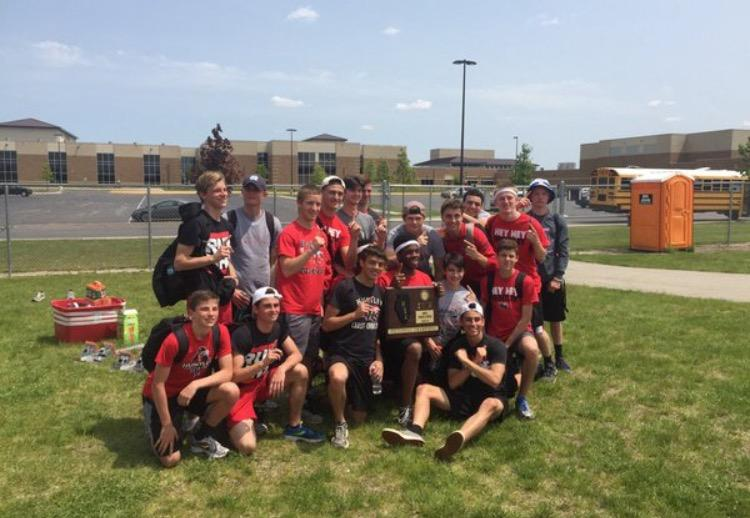 Boys+track+team+after+winning+their+sectional+%28Courtesy+of+%40HHS_Athletics1+Twitter%29.