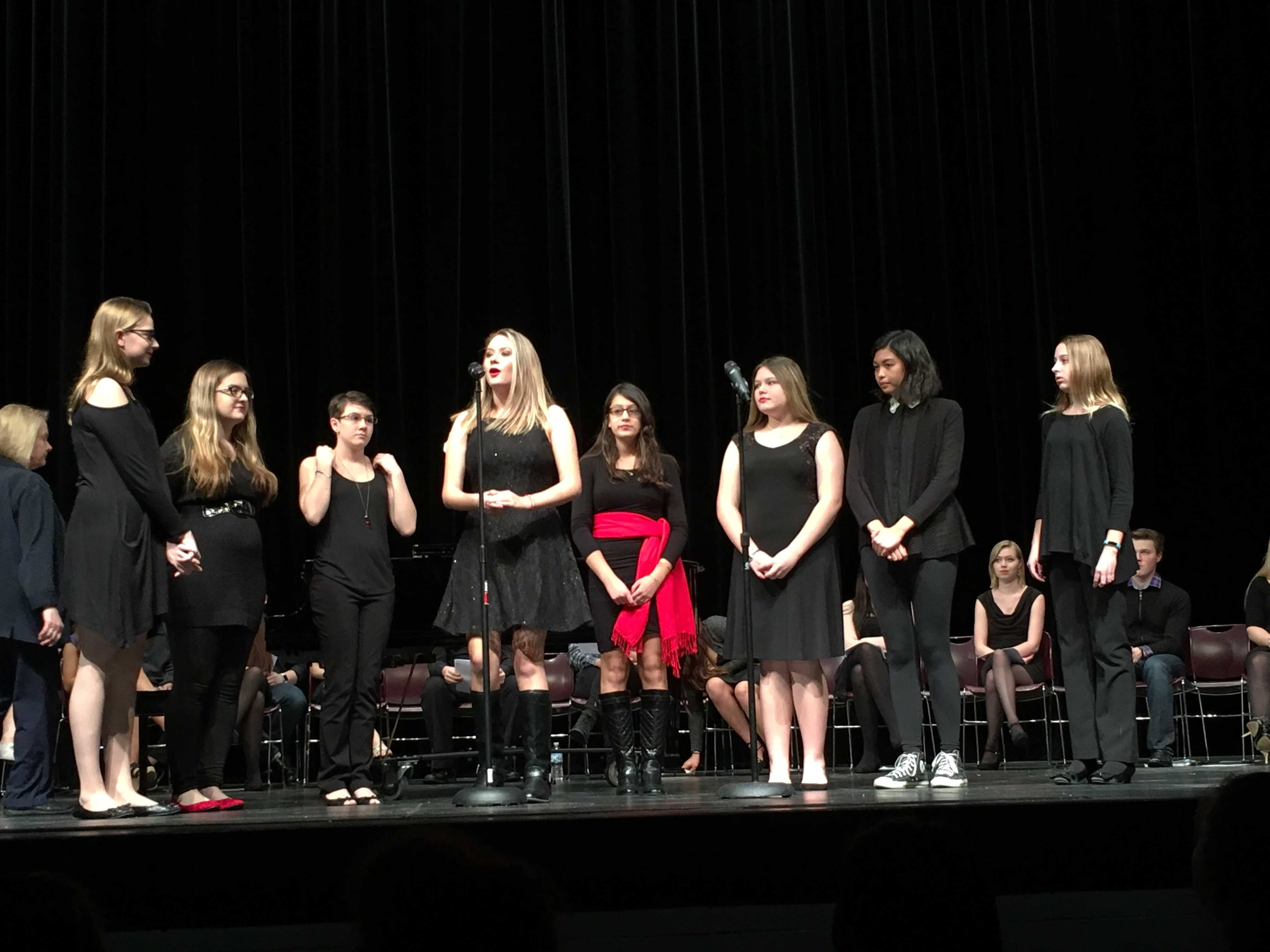 Members of Vocal Fusion perform as an ensemble (F. Losbanes).