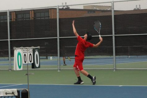 Boys tennis team takes first loss of the season against rival Golden Eagles