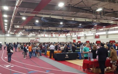 The college fair event in action. (Photo credit: @HHScounselors Twitter)
