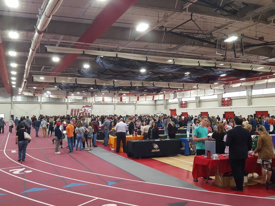 The+college+fair+event+in+action.+%28Photo+credit%3A+%40HHScounselors+Twitter%29