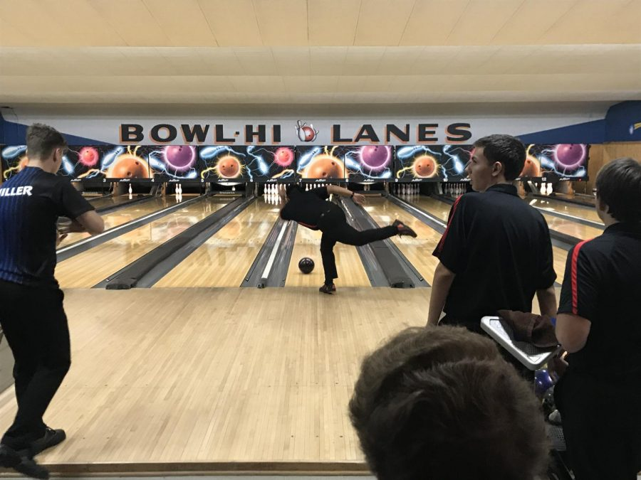 The+Red+Raiders%27+Boys+Bowling+Team+Falls+to+St.+Charles+North