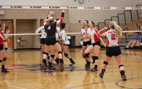 Volleyball goes 2-0 at the HHS Volleyball Invite