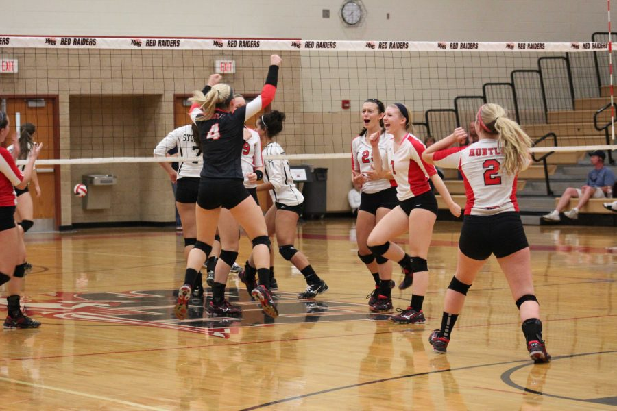 Volleyball+goes+2-0+at+the+HHS+Volleyball+Invite