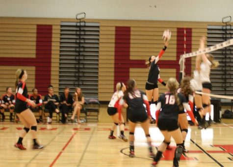 Huntley volleyball falls to Jacobs