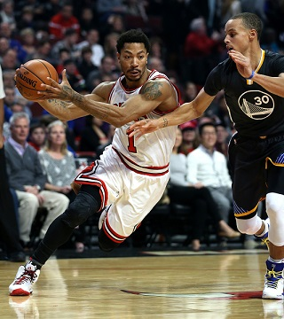 Chicago Bulls guard Derrick Rose drives on Golden State guard Stephen Curry. (Chris Sweda/Chicago Tribune/TNS)