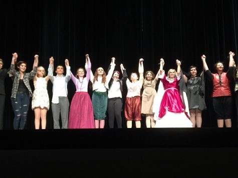 The cast from the One Act Plays do a final bow together at curtain call (J.Clavero).