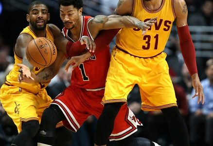The Chicago Bulls' Derrick Rose (1) fights through the Cleveland Cavaliers' Kyrie Irving (2) and Shawn Marion (31) in the first half at the United Center in Chicago on Thursday, Feb. 12, 2015. The Bulls won, 113-98. (Chris Sweda/Chicago Tribune/TNS)