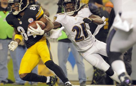 Pittsburgh Steelers wide receiver Antonio Brown (84) eludes Baltimore Ravens cornerback Lardarius Webb (21) for the team's first conversion of the game during the first quarter on Sunday, Nov. 2, 2014, at Heinz Field in Pittsburgh. (Karl Merton Ferron/Baltimore Sun/MCT)