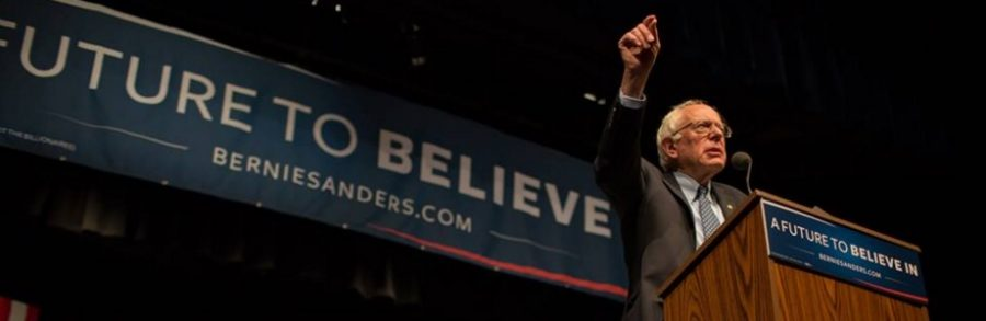 Bernie Sanders addresses a crowd of supporters (Courtesy of www.facebook.com/berniesanders/photos).