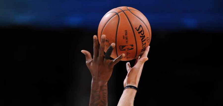 %22NBA+Live+Mobile%22+offers+many+new+features+that+players+enjoy+%28Courtesy+of+www.facebook.com%2Fnba%2Fphotos%29.