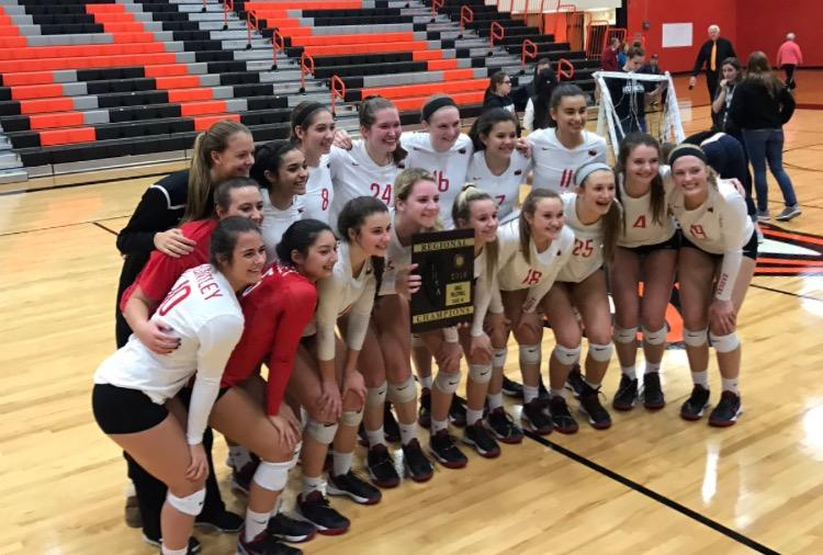 Huntley+volleyball+wins+the+IHSA+regional+championship+in+three+sets.