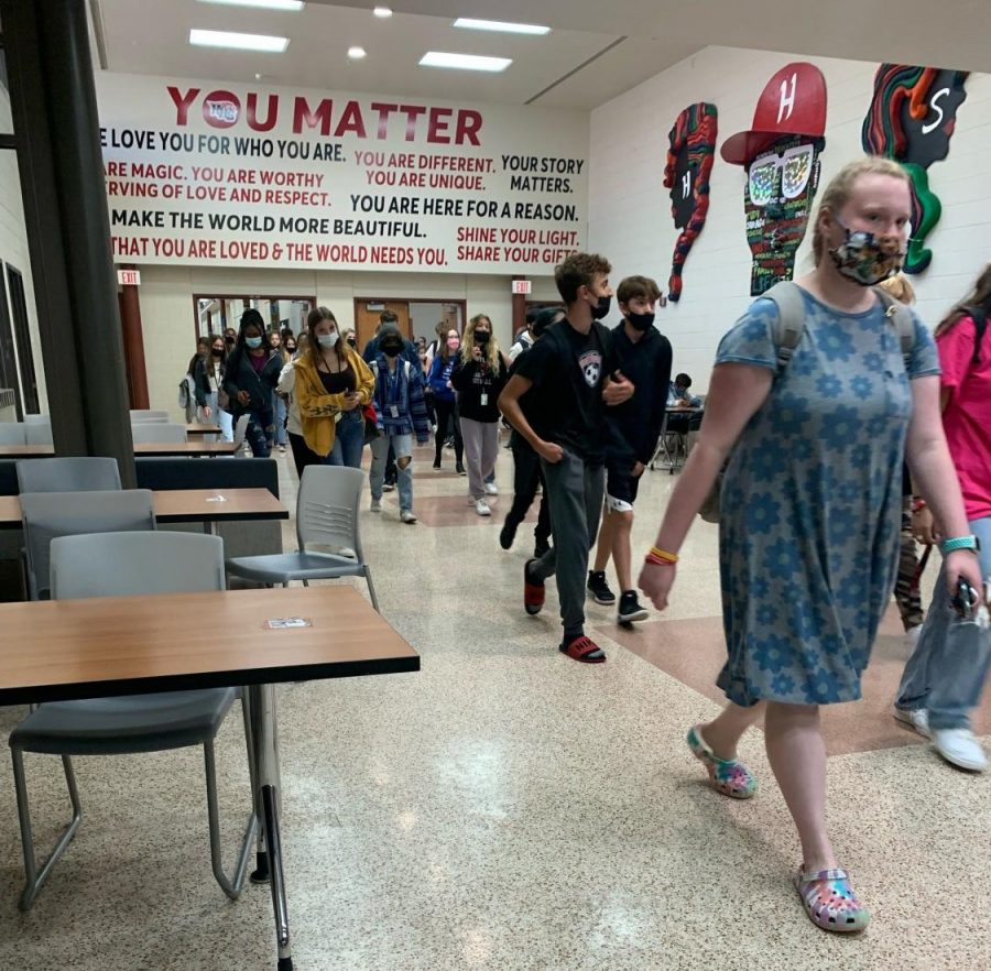 Students rush out of their classes toward the buses. (M. Terranova)