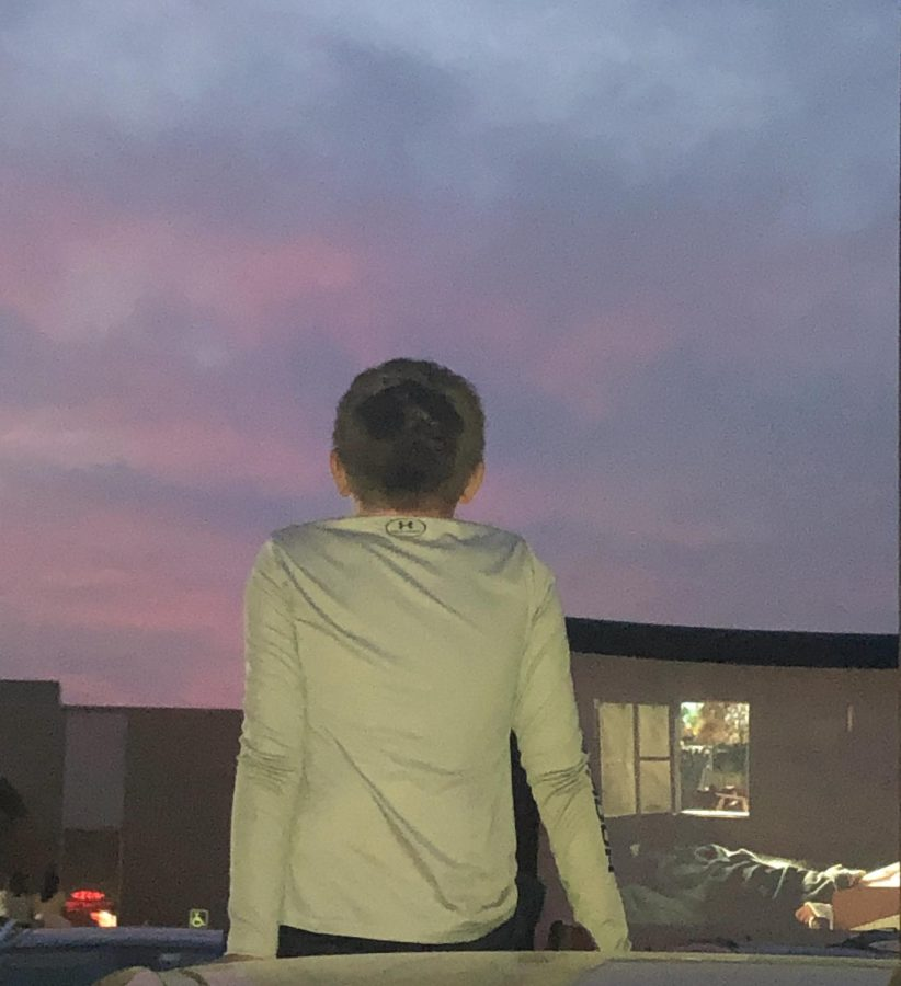 A boy sits on the roof of a car to watch the movie projected on the screen. (A. Panier)